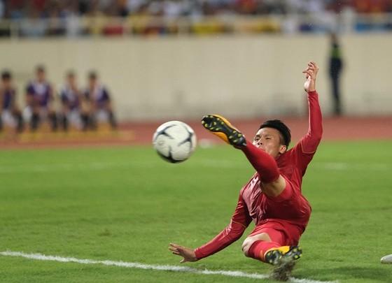 (Trực tiếp) Việt Nam - Malaysia 1-0: Quả bóng vàng VN 2018 đóng vai người hùng ảnh 4