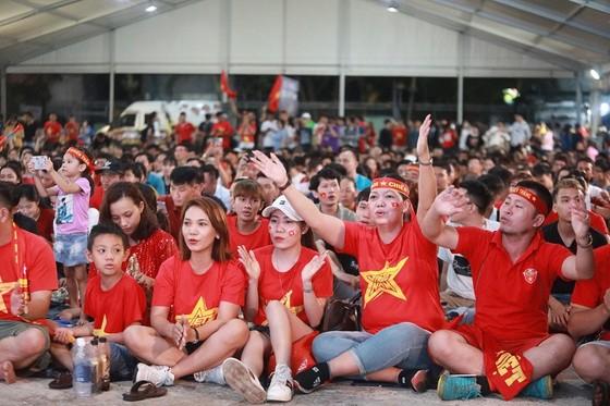 (Trực tiếp) Việt Nam - Malaysia 1-0: Quả bóng vàng VN 2018 đóng vai người hùng ảnh 2