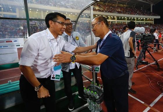 Ông Park đã thắng lần thứ 3 liên tiếp trước đồng nghiệp Tan Cheng Hoe trên sân Mỹ Đình. Ảnh: Minh Hoàng