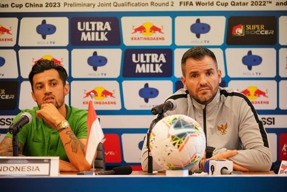 """HLV McMenemy đang ngồi trên """"lửa"""" khi Indonesia thua cả 3 trận vừa qua. Ảnh: Anh Trần"""