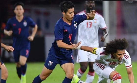 Đánh bại UAE 2-1, Thái Lan vươn lên dẫn đầu bảng G ảnh 1
