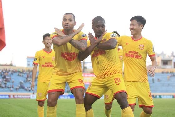 V-League 2019: Chỉ còn cuộc đua giữa Thanh Hóa và Khánh Hòa ảnh 2