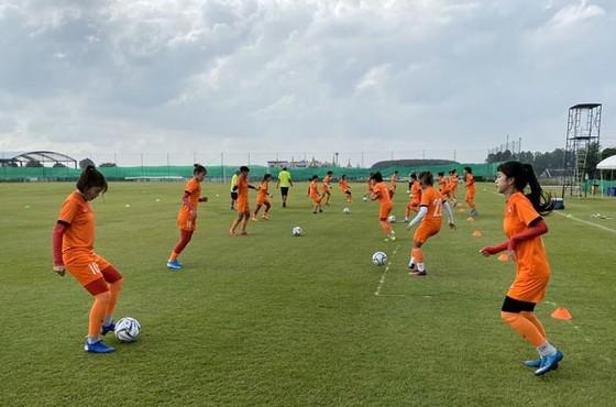 Đội tuyển U19 nữ Việt Nam tập buổi đầu tại Thái Lan ảnh 1