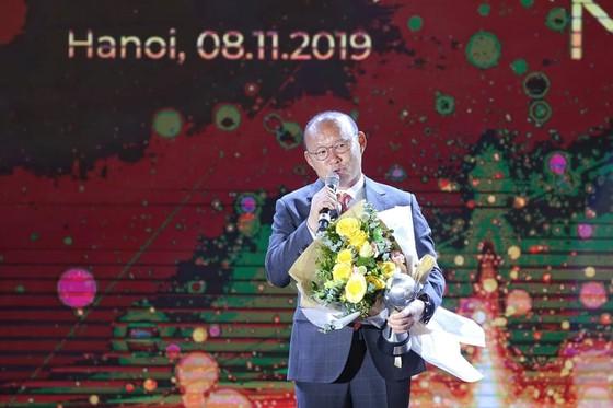 HLV Park Hang-seo và Quang Hải tỏa sáng ở AFF Awards Night 2019 ảnh 2