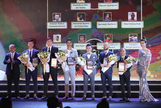 HLV Park Hang-seo và Quang Hải tỏa sáng ở AFF Awards Night 2019 ảnh 4