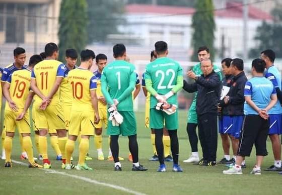 Tất cả không còn nhiều thời gian khi trận đấu với UAE đang đến gần. Ảnh: Minh Hoàng