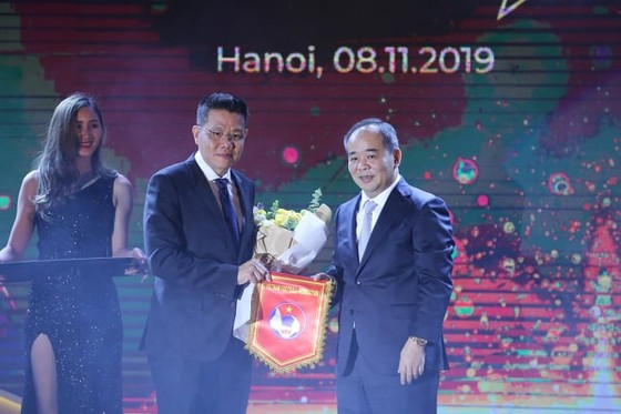 Thứ trưởng, Chủ tịch VFF Lê Khánh Hải và Đại tướng Khiev Sameth- Chủ tịch AFF tại AFF Awards 2019