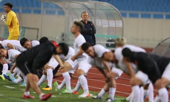 UAE làm quen sân Mỹ Đình ảnh 4