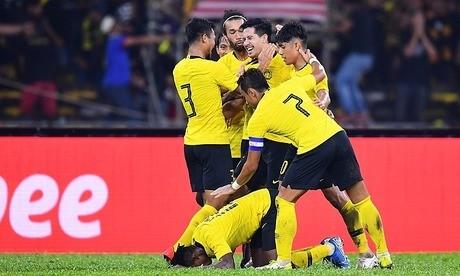 Niềm vui của các cầu thủ Malaysia khi ngược dòng giành 3 điểm trước Thái Lan. Ảnh: FAM
