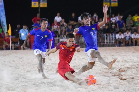 Việt Nam giữ vững ngôi đầu giải bóng đá bãi biển AFF 2019 ảnh 1