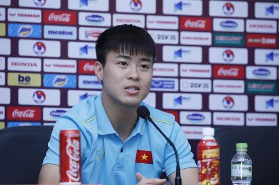 Trung vệ Duy Mạnh: Thầy Park luôn truyền tinh thần dân tộc đến các cầu thủ  ảnh 1