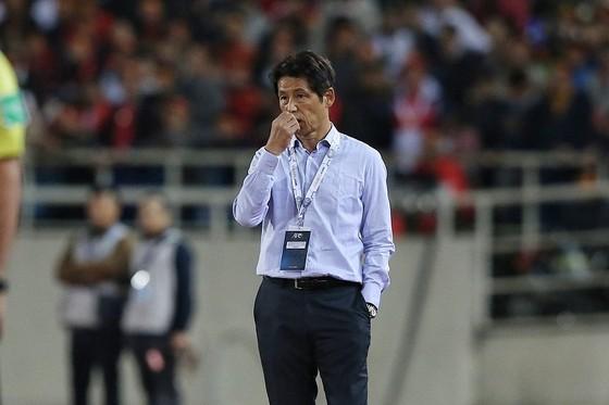 HLV Akira Nishino lo lắng cho hành trình còn lại của Thái Lan. Ảnh: Minh Hoàng