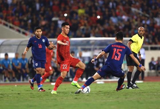 Việt Nam - Thái Lan 0-0: Việt Nam giữ vững ngôi đầu, Thái Lan bị Malaysia soán ngôi nhì bảng ảnh 7