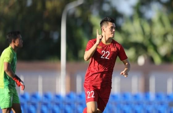 Việt Nam - Lào 6-1: Quang Hải ghi bàn thứ 6 cho đội nhà ảnh 5