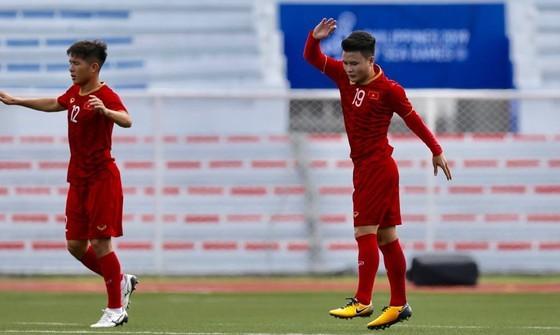 Việt Nam - Lào 6-1: Quang Hải ghi bàn thứ 6 cho đội nhà ảnh 2
