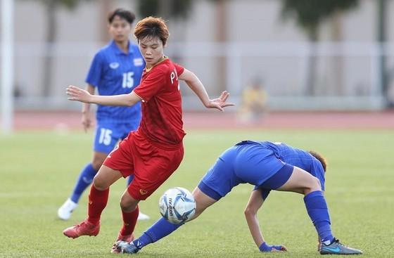 Tiền đạo Hải Yến trong cuộc so tài giữa Việt Nam và Thái Lan ở vòng bảng. Ảnh: Dũng Phương