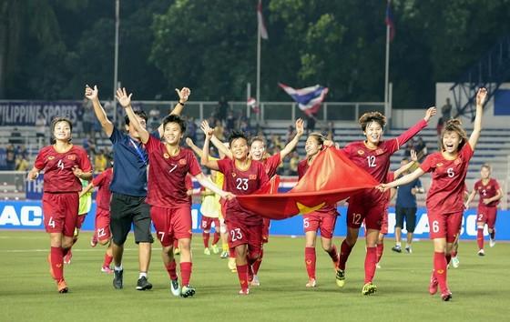 Đội tuyển nữ Việt Nam trong niềm vui chiến thắng. Ảnh: DŨNG PHƯƠNG