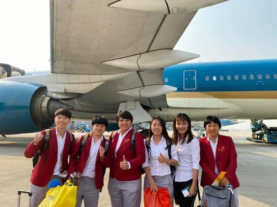 Cô trò Kim Chi rạng ngời trong ngày trở về TPHCM  ảnh 1