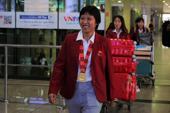 Cô trò Kim Chi rạng ngời trong ngày trở về TPHCM  ảnh 2