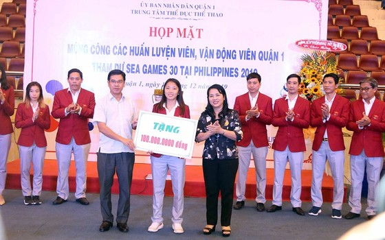 Trung tâm TDTT quận 1 tổ chức mừng công cho các HLV, VĐV dự SEA Games 30 ảnh 1