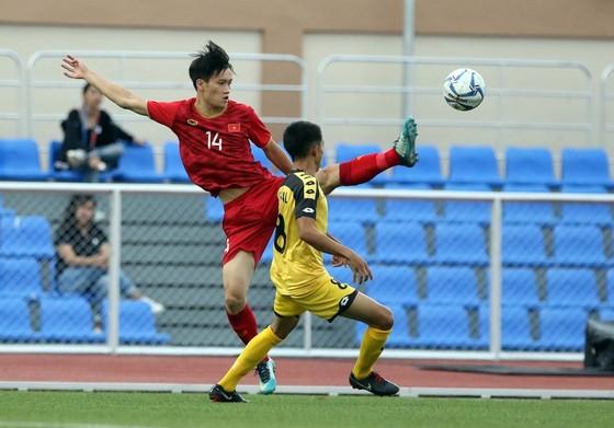 Cầu thủ chạy biên Hồ Tấn Tài. Ảnh: ANH KHOA