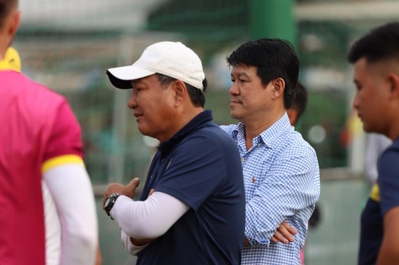 CLB TPHCM thắng CLB Sài Gòn 1-0 ở trận tất niên ảnh 4
