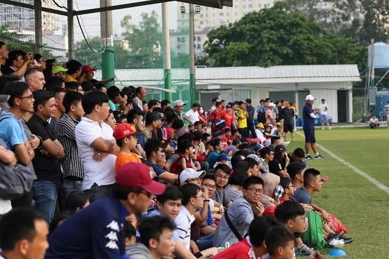 CLB TPHCM thắng CLB Sài Gòn 1-0 ở trận tất niên ảnh 1