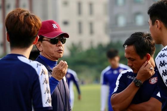 CLB TPHCM thắng CLB Sài Gòn 1-0 ở trận tất niên ảnh 3