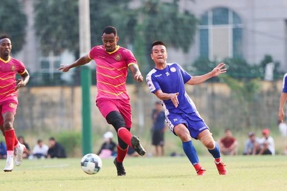 CLB TPHCM thắng CLB Sài Gòn 1-0 ở trận tất niên ảnh 2
