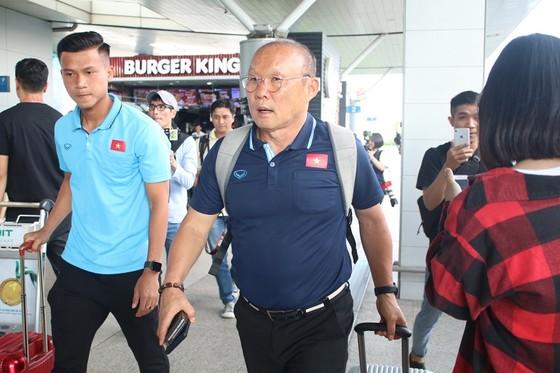 HLV Park Hang-seo tại sân bay Tân Sơn Nhất. Ảnh: Thanh Đình