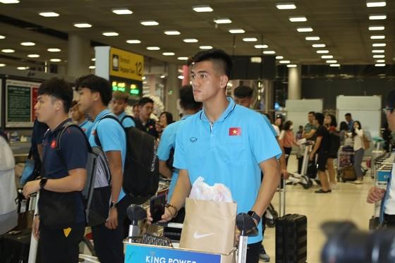 Những hình ảnh đầu tiên của U23 Việt Nam tại Bangkok (Thái Lan) ảnh 2