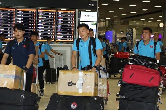 Những hình ảnh đầu tiên của U23 Việt Nam tại Bangkok (Thái Lan) ảnh 7