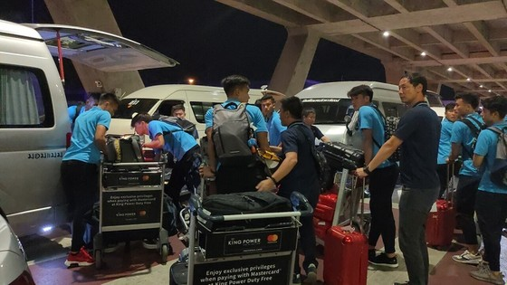 Những hình ảnh đầu tiên của U23 Việt Nam tại Bangkok (Thái Lan) ảnh 8
