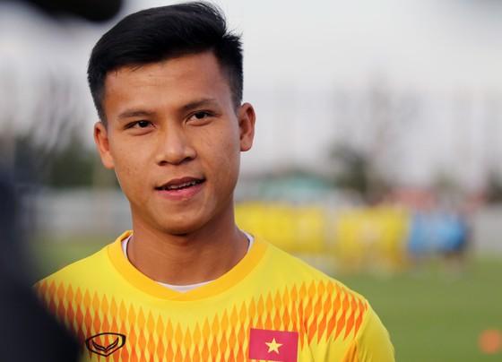 Thầy trò U23 Việt Nam thư giãn trên sân tập ảnh 1