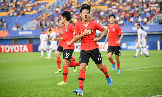 Dong-jin ghi bàn mở tỷ số cho Hàn Quốc. AFC