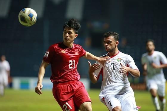 Đình Trọng vẫn là chốt chặn không thể thiếu của U23 Việt Nam dù chưa lấy lại thể lực tốt nhất. Ảnh: MINH HOÀNG