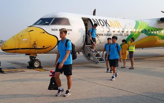 Đội U23 Việt Nam đến Bangkok vào chiều 14-1. Ảnh: Đoàn Nhật