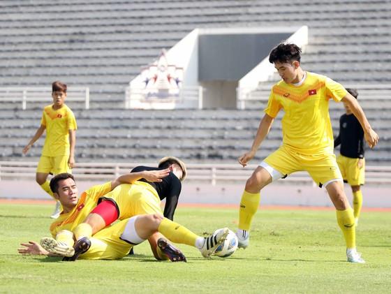 Đội U23 Việt Nam đến Bangkok ảnh 1
