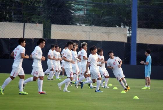 U23 Việt Nam trên sân tập tại Bangkok chiều 15-1. Ảnh: Đoàn Nhật