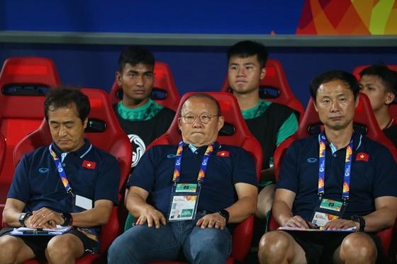 Nhận thẻ đỏ ở giải U23, bị treo giò ở Vòng loại World Cup 2022 ảnh 1