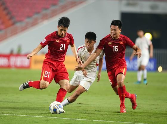 Đình Trọng sẽ vắng mặt ở trận gặp Malaysia tại vòng loại World Cup 2022. Ảnh: MINH HOÀNG