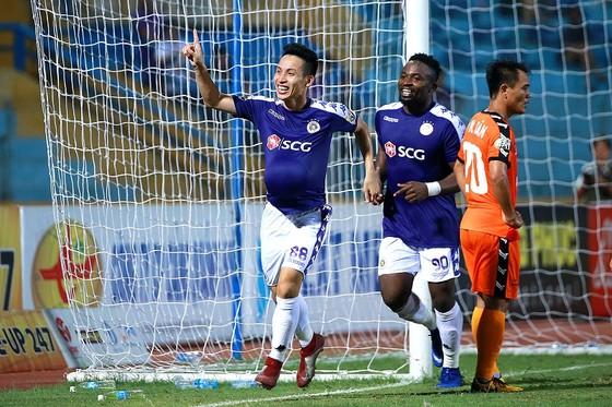 Đỗ Hùng Dũng tỏa sáng trong thành phần CLB Hà Nội ở mùa bóng 2019. Ảnh: Minh Hoàng