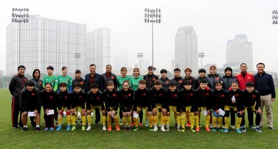 Lãnh đạo VFF thăm và chúc Tết đội tuyển nữ Việt Nam ảnh 1