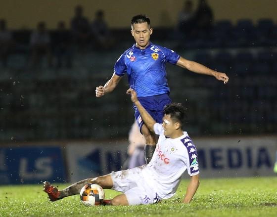 Thanh lý Thiago, CLB Quảng Nam gia hạn hợp đồng với tiền đạo ĐT Việt Nam ảnh 1
