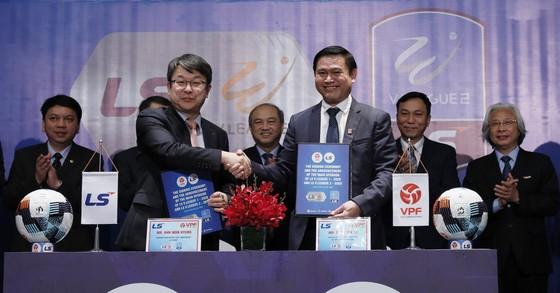 Lãnh đạo Công ty VPF cùng tập đoàn LS tại Lễ ký kết. Ảnh: Anh Trần