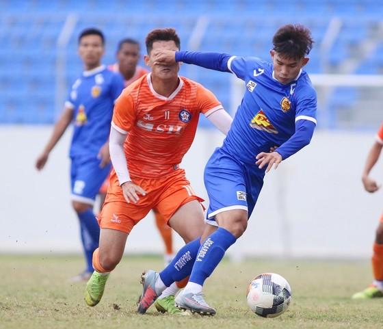 Sở Văn hóa - Thể thao Đà Nẵng nêu nguyên nhân khiến mặt sân Hòa Xuân xuống cấp ảnh 1
