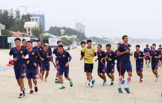 Sài Gòn FC trong buổi tập thể lực tại Vũng Tàu. Ảnh: SGFC