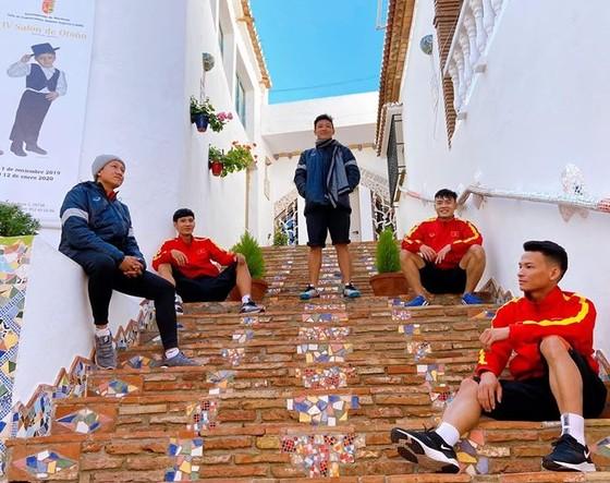 ĐT futsal Việt Nam thả lỏng và thư giãn cuối tuần ảnh 1