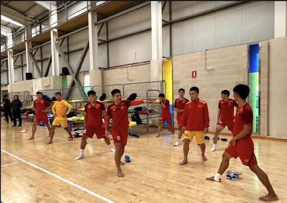 ĐT futsal Việt Nam thả lỏng và thư giãn cuối tuần ảnh 3