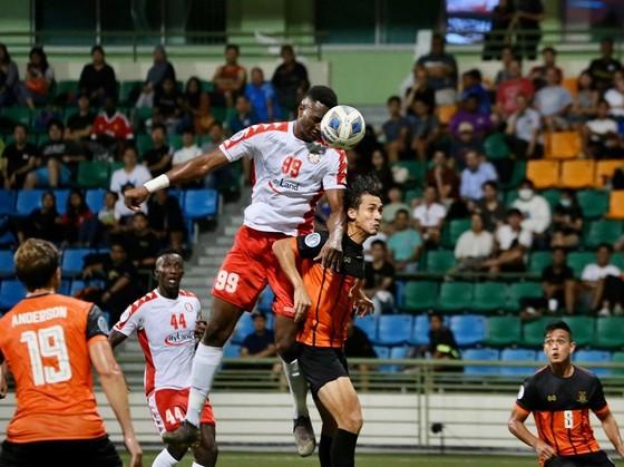 CLB TPHCM giành 3 điểm tại Singapore ảnh 2